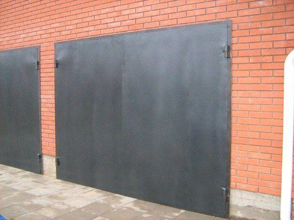 Фото - Хвіртка в гаражних воротах і її альтернативні варіанти