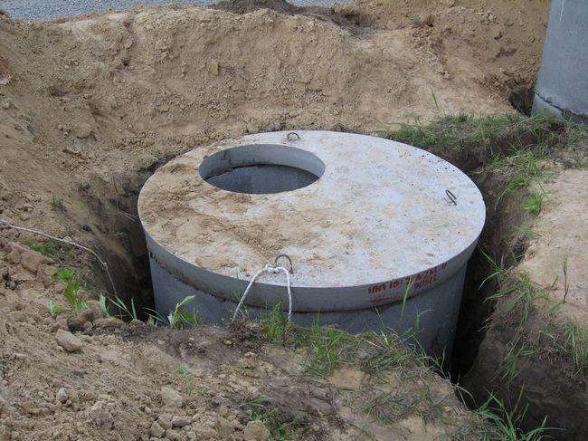 Фото - Каналізаційна система: вигрібна яма з пластика
