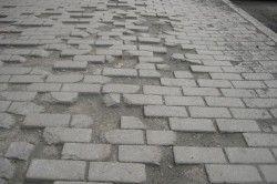 Розбита дорога з плитки