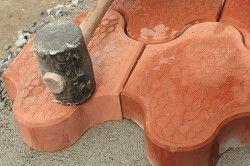 Гумовий молоток в роботі з плиткою