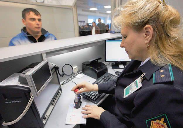 Фото - Коли не випускають за кордон за борги?