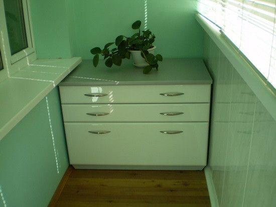 Меблі виконана своїми руками, навіть з урахуванням витрат на матеріал, виходить набагато дешевше ніж готова.