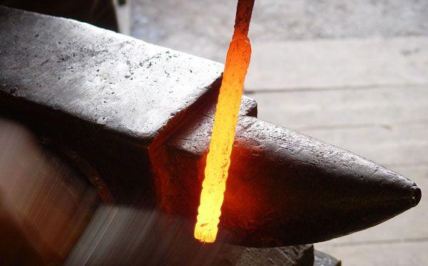 Кування ножа з дамаської сталі