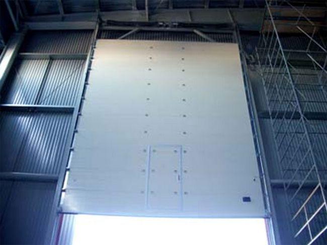 Фото - Фарбуємо гаражні ворота з нержавіючої сталі