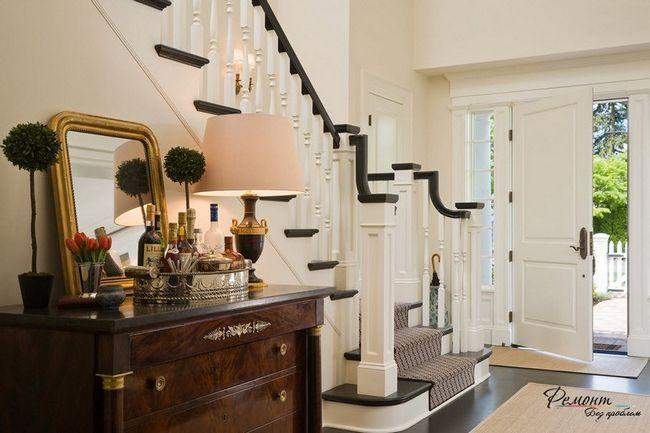 Контрастна сходи в будинку