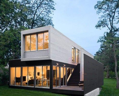 Будинок з плоским дахом і газоном