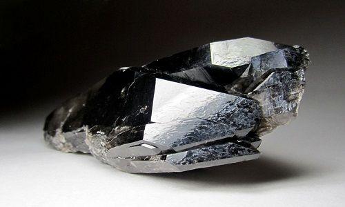 Фото - Магічні і лікувальні властивості: камінь морион