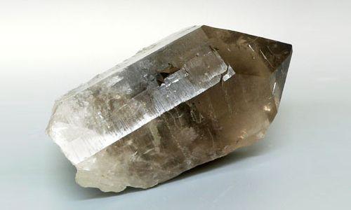 Фото - Магічні і лікувальні властивості раухтопазу: кому підходить камінь?