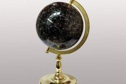 Глобус з чорного агату