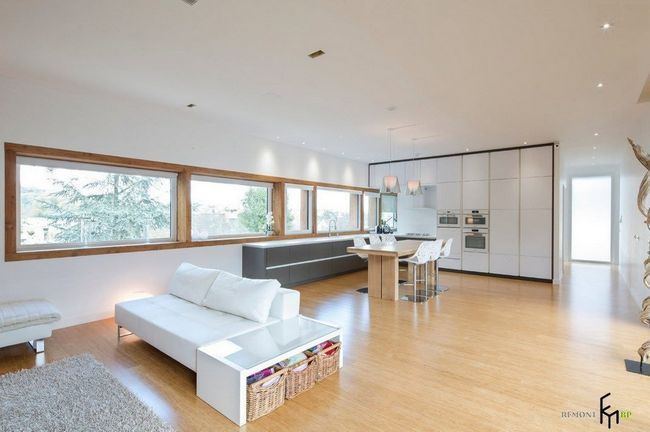 Світла і простора вітальня