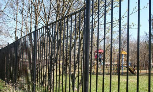 Фото - Металеві паркани, виконані своїми руками