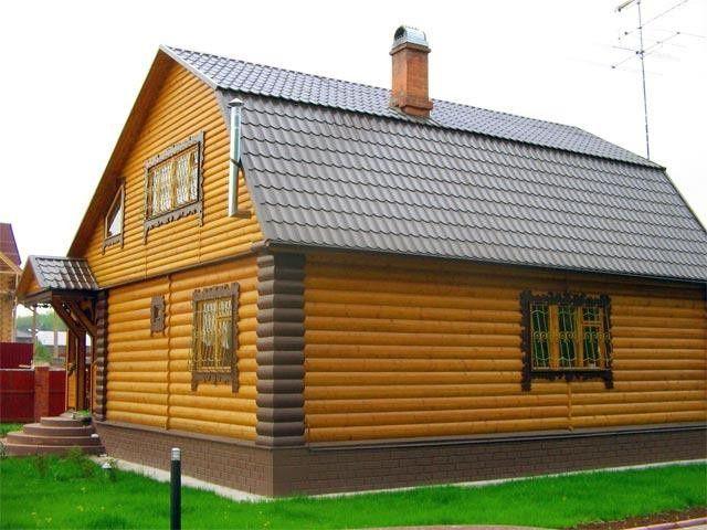 Будинок, оброблений металевим блок хаусом