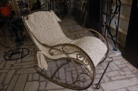 Фото - Металеве крісло-качалка