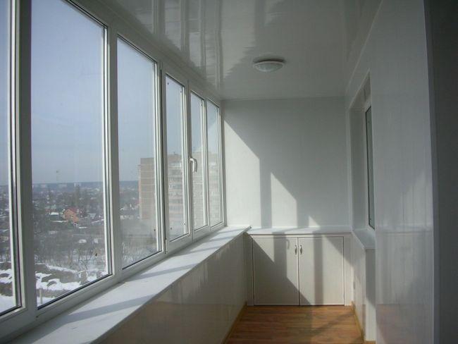 Фото - Методи скління балкона своїми руками: інструкції по монтажу