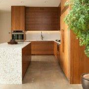 Кухня в натуральних тонах