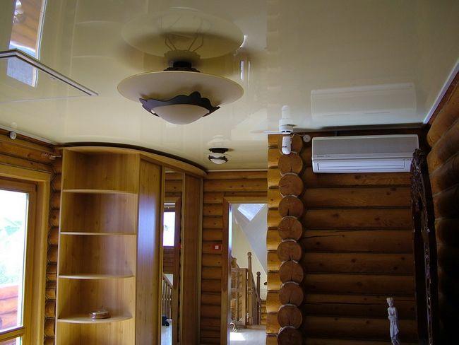 Підвісна стеля з гіпсокартону в деревяному будинку