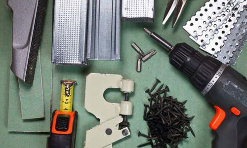 Для установки підвісної стелі з гіпсокартону потрібно певний набір інструментів.