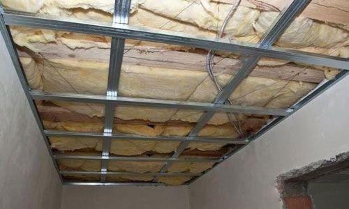 Каркас для підвісної стелі роблять тільки з металевого профілю.