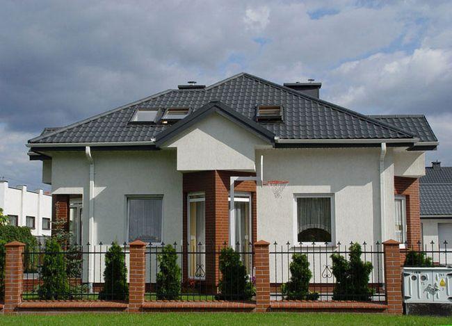 Фото - Монтаж шатрового даху з металочерепиці