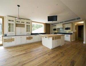 Фото - Підлога для кухні: ламінат або натуральний камінь?