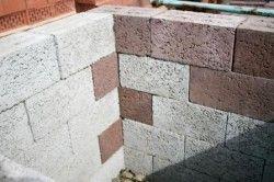 Стіна з керамзитобетонних блоків