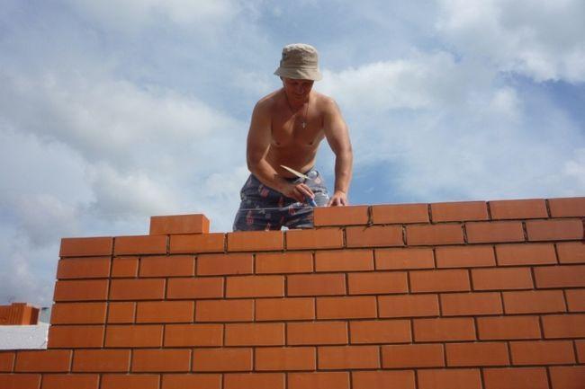 Будівництво цегляної стіни