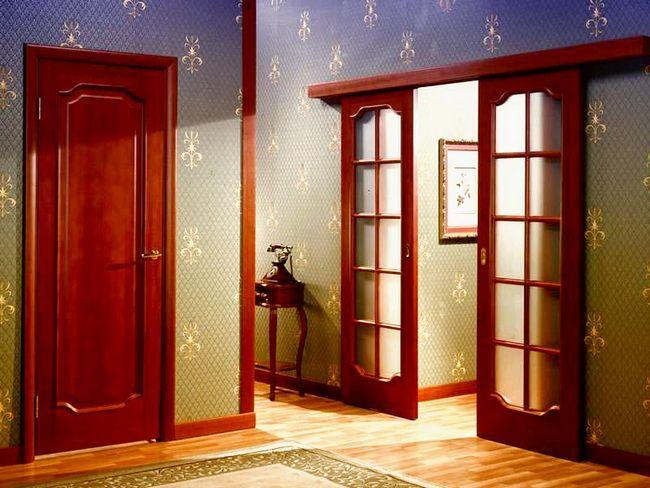 Фото - Деякі рекомендації: чим пофарбувати міжкімнатні дерев'яні двері?