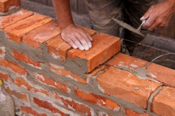Фото - Очищення цегли від цементу