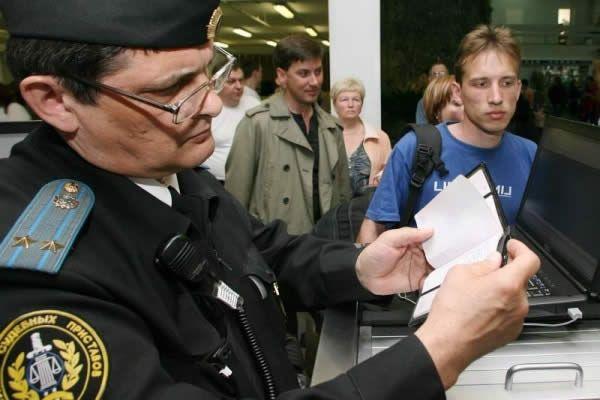 Фото - Обмеження виїзду за кордон у зв'язку із заборгованістю