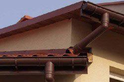 дах з водостічної системою