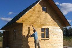 Грунтування стіни будинку