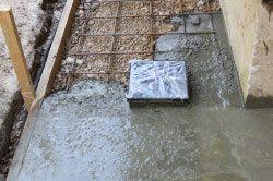 Армування бетонної основи під будинок.