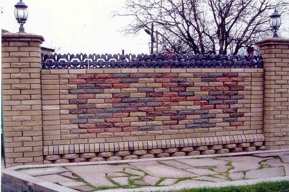 Фото - Особливості кладки паркану з цегли