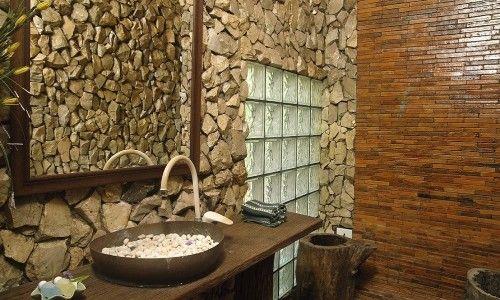 Приклад камяної обробки ванної кімнати