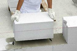 Пінобетонний блок виготовляється з цементу, піску, вапна і води.