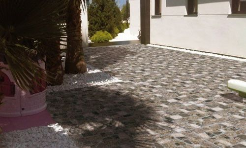 Фото - Особливості укладання керамогранитной плитки в умовах вулиці