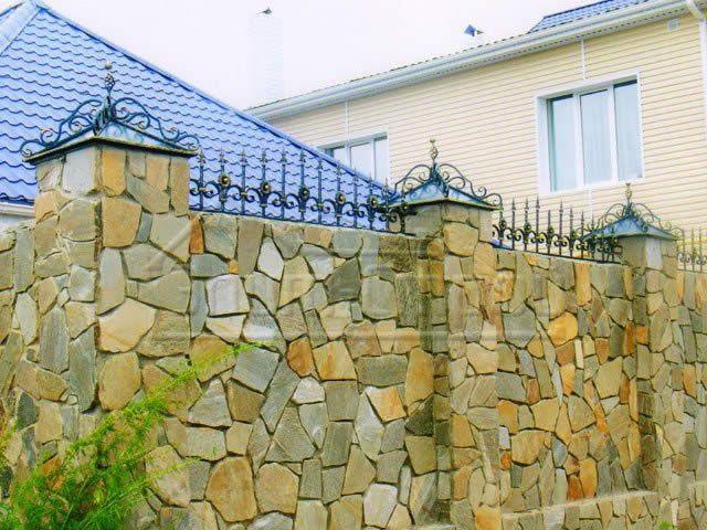 камяний паркан