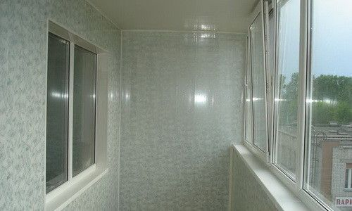 Фото - Оздоблення балкона пластиковими панелями