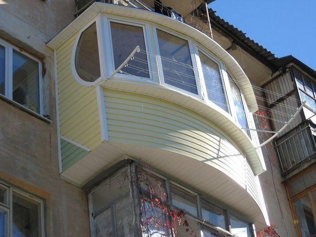 Фото - Оздоблення балкона зовні