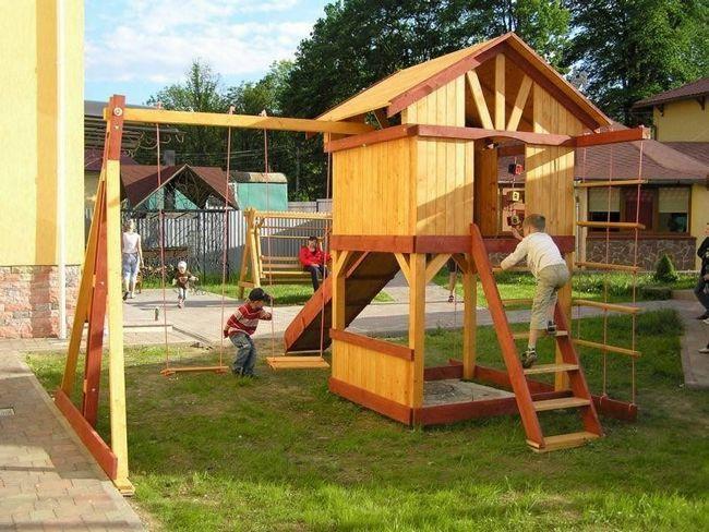 Майданчик для дітей з підручних матеріалів
