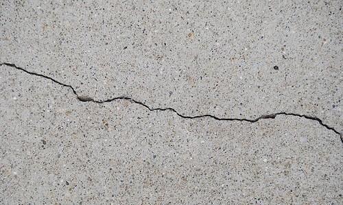 Фото - Чому бетон тріскає і кришиться при висиханні