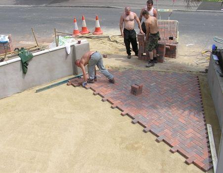Фото - Підготовка підстави для тротуарного покриття