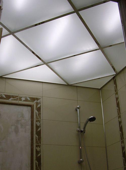 Скляні стелі у ванній з підсвічуванням фото