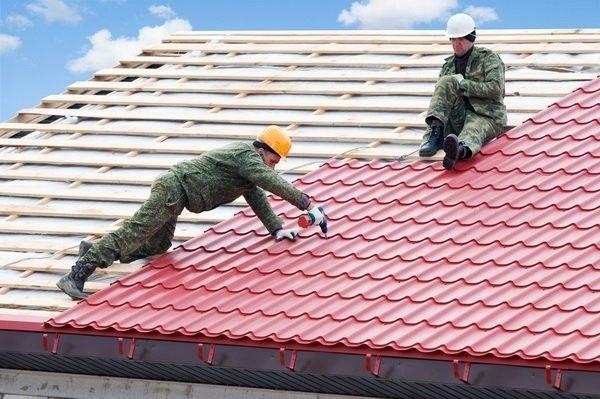 Фото - Покриття даху металочерепицею