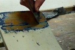 Зачистка поверхні шпателем.