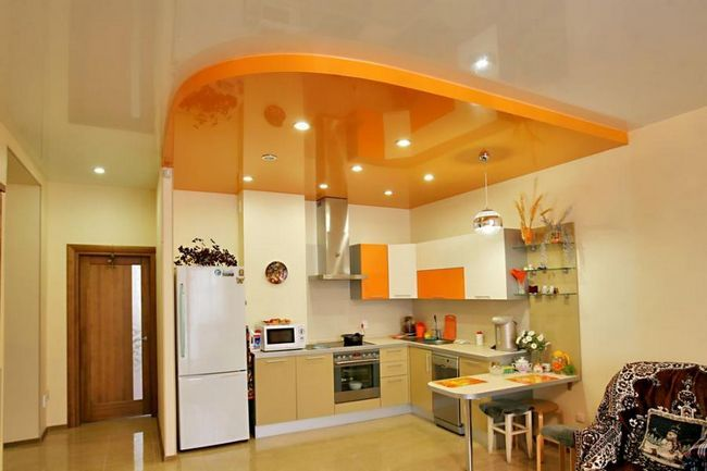 Натяжні стелі на кухню.