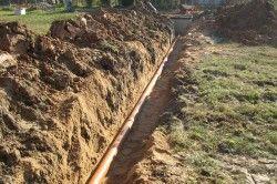 Ухил траншеї під каналізаційну трубу