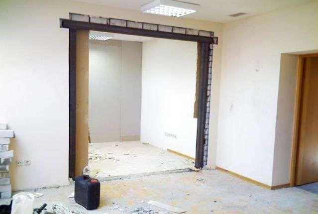 Фото - Пробивання отвору в стіні з цегли