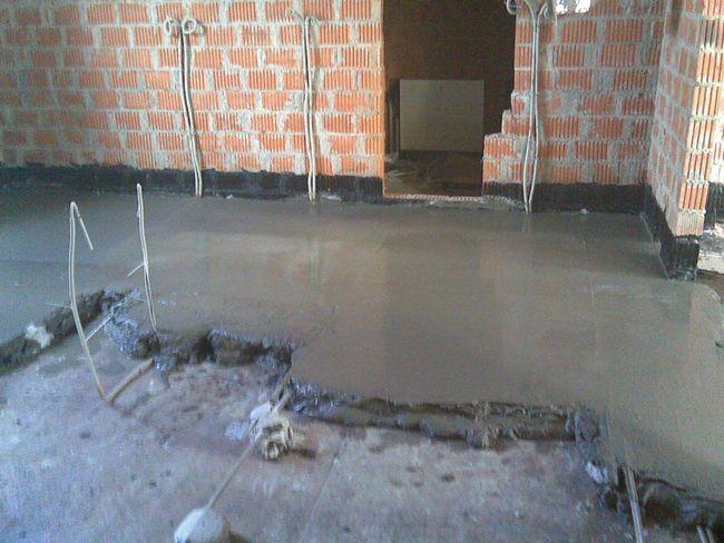 Демонтаж старої стяжки підлоги