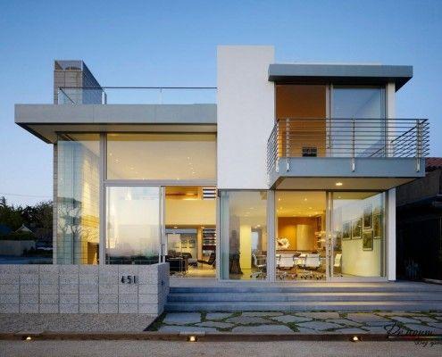 Будинок в стилі мінімалізм з металевими елементами